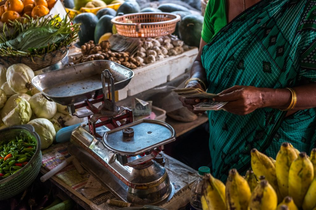 indian market with growing edible oils prices